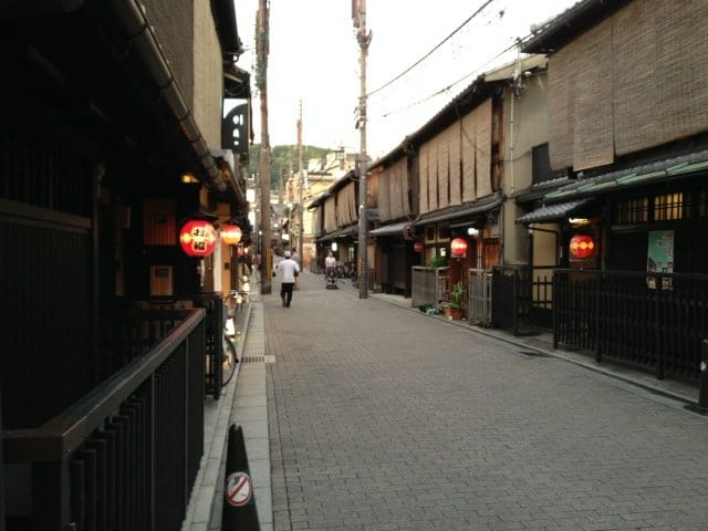 Finding Inspiration in Japan's Past by Author of the Shinobi Mysteries series, Susan Spann. On her research trip, Susan spent an evening in Gion, the best-preserved of the entertainment districts  that we see in the setting of the Flask of the Drunken Master.