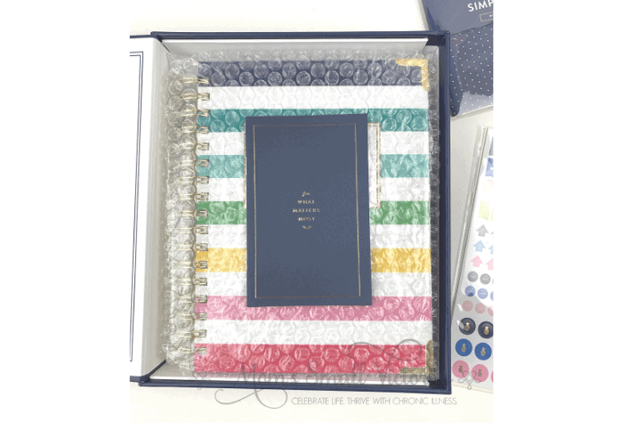 The Daily Simplified Planner comes well packaged wrapped in bubble wrap to protect the coil and then placed in a navy keepsake box. I will be keeping the box so I can put the planner back in it at the end of the year so I can put it back on my bookshelf.
