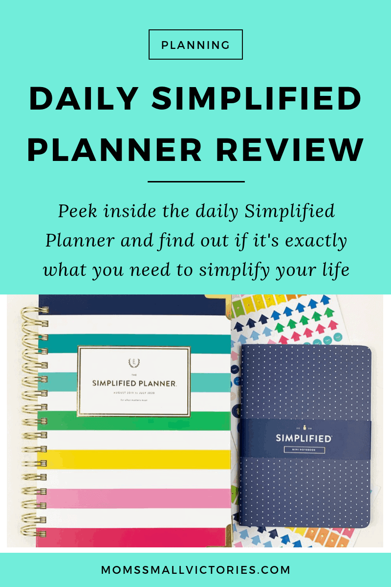 See how the Daily Simplified Planner can help you simplify your chaotic life so you can get more done and have more fun! Check out my thorough and honest review of the Daily Simplified Planner including tons of pictures, how I use it for goal setting, time tracking, time blocking, how it compares to the Weekly Simplified Planner, how it compares to the daily Day Designer and what the best pens are to use in it.