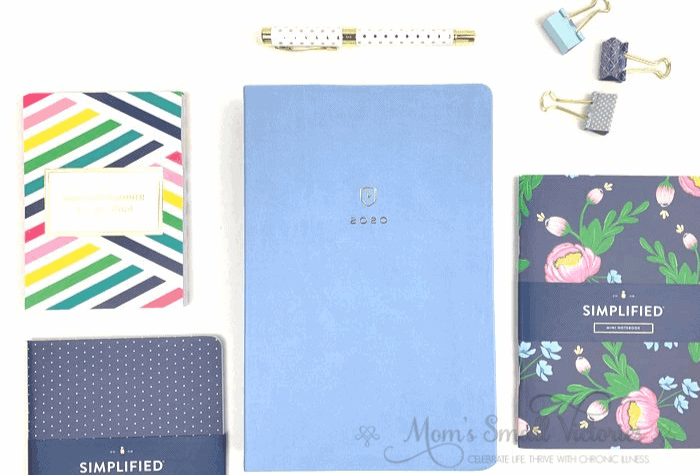 Dapperdesk Planner Review 2020. The Sky Blue Dapperdesk planner by Emily Ley is a gorgeous, classic, elegant and professional looking planner. It's simple, minimalist, and purely functional style makes it the best planner for working moms.
